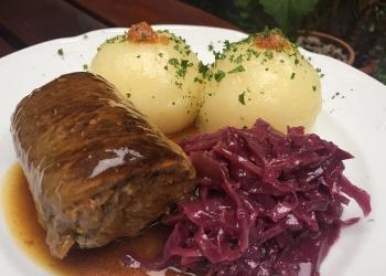 Gasthaus Feuerkugel - Thüringer Rinderroulade mit Apfelrotkohl und hausgemachte Thüringer Klöße