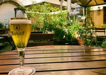 Gasthaus Feuerkugel - Biergarten im Innenhof - direkt an der Krämerbrücke
