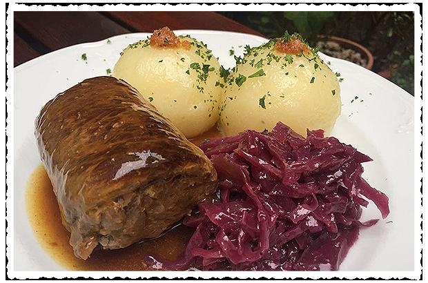 Thüringer Rinderroulade mit Apfelrotkohl und hausgemachten Thüringer Klößen